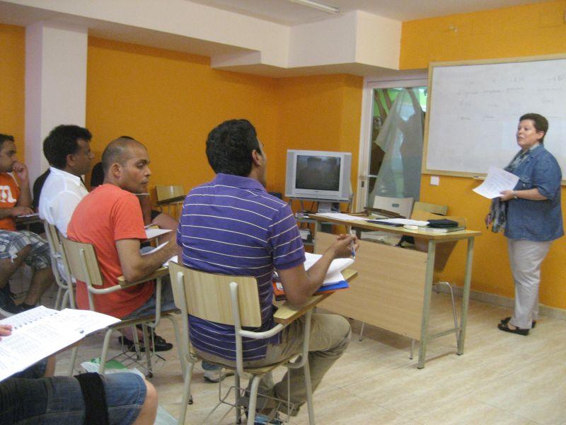 L'Escola de Llengua per a persones nouvingudes obre inscripcions per als cursos de llengua